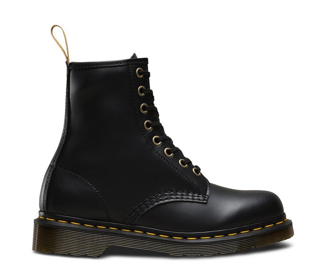 На фото ботинки Dr.Martens 1460 Vegan Black Felix Rub Off