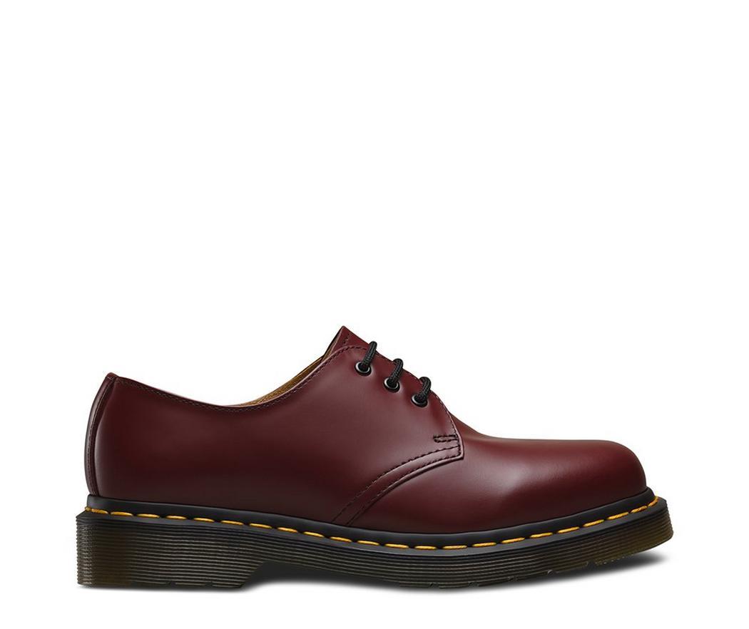 На фото туфли Dr.Martens 1461 Cherry Red Smooth