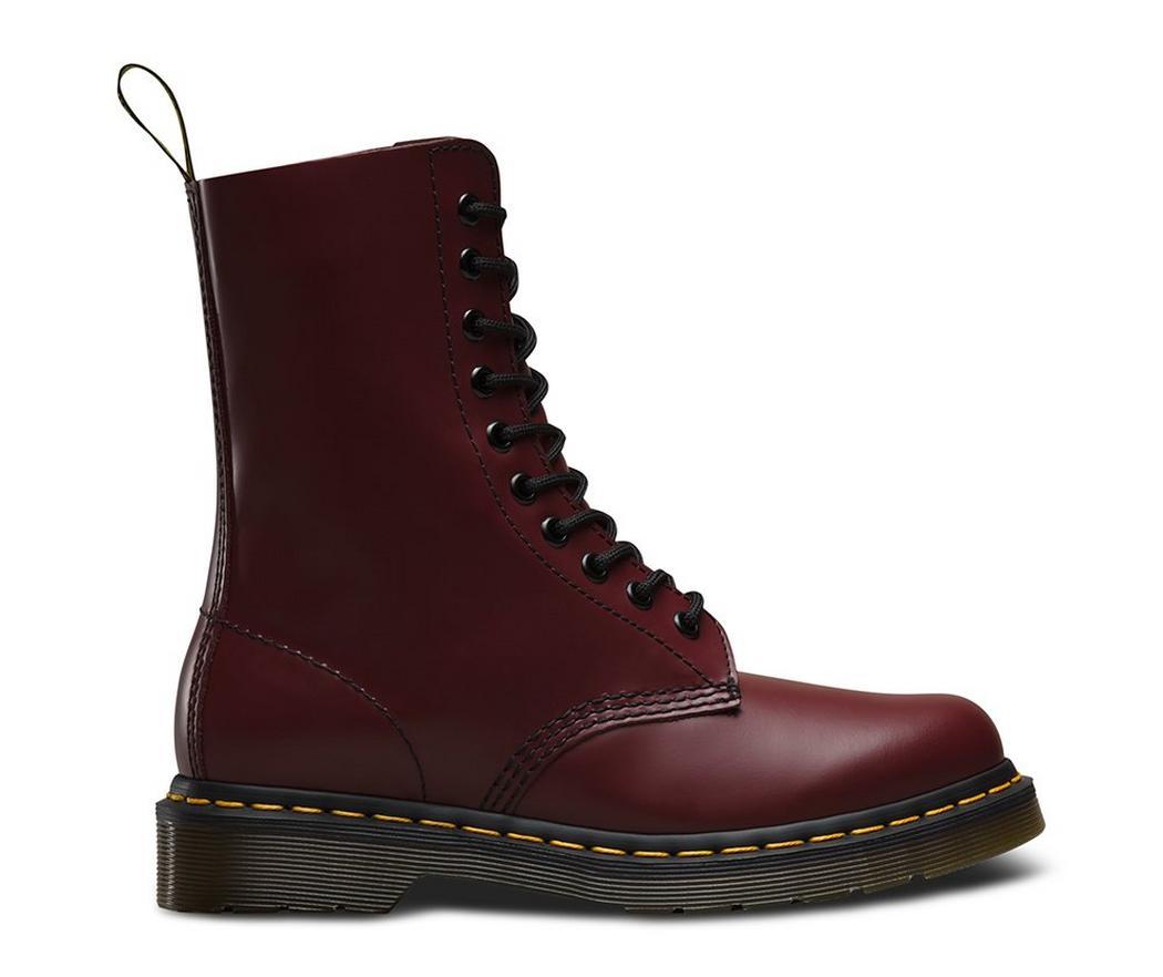 На фото ботинки Dr.Martens 1490 Cherry Red Smooth