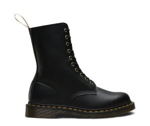 На фото ботинки Dr.Martens 1490 Vegan Black Felix Rub Off