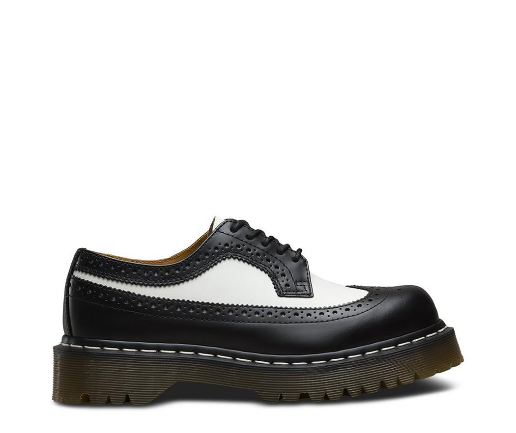 На фото броги Dr.Martens 3989 Bex Black / White Smooth